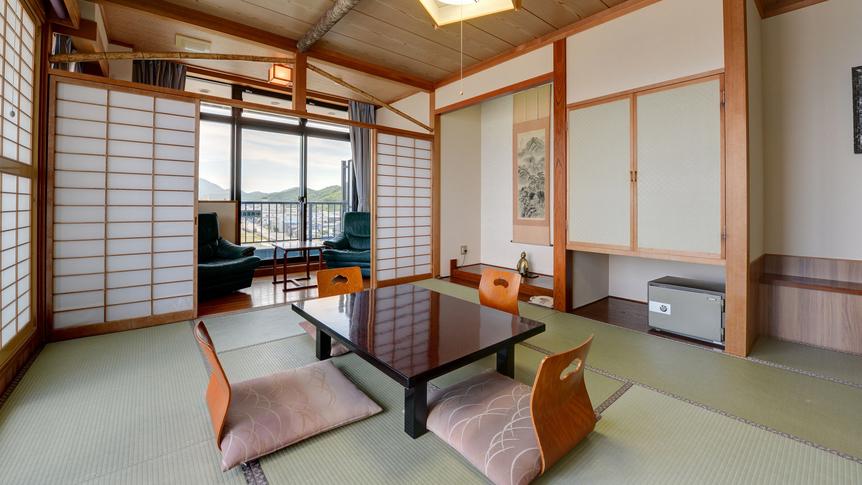 *【客室(新館和室10-16畳)】窓からは弥彦山と寺泊港を望むことができます。