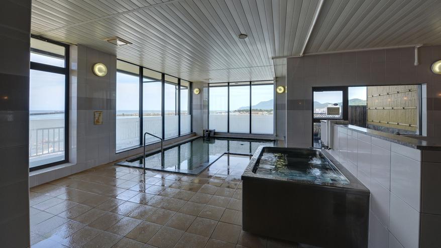 *【大浴場(弥彦見の湯)】温泉ではありませんが越後平野にそびえる弥彦山を望むことができます。