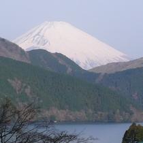 標準室 お部屋から望む冬の富士
