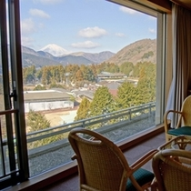標準室 お部屋から望む秋の富士