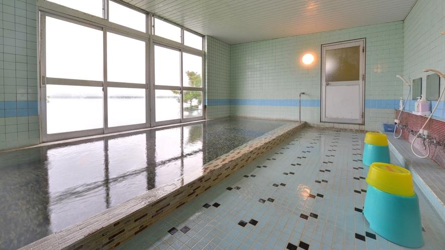 *【大浴場】湯量あふれる100%源泉かけ流しの天然温泉。運動機能障害、疲労回復、リウマチ・神経病に◎