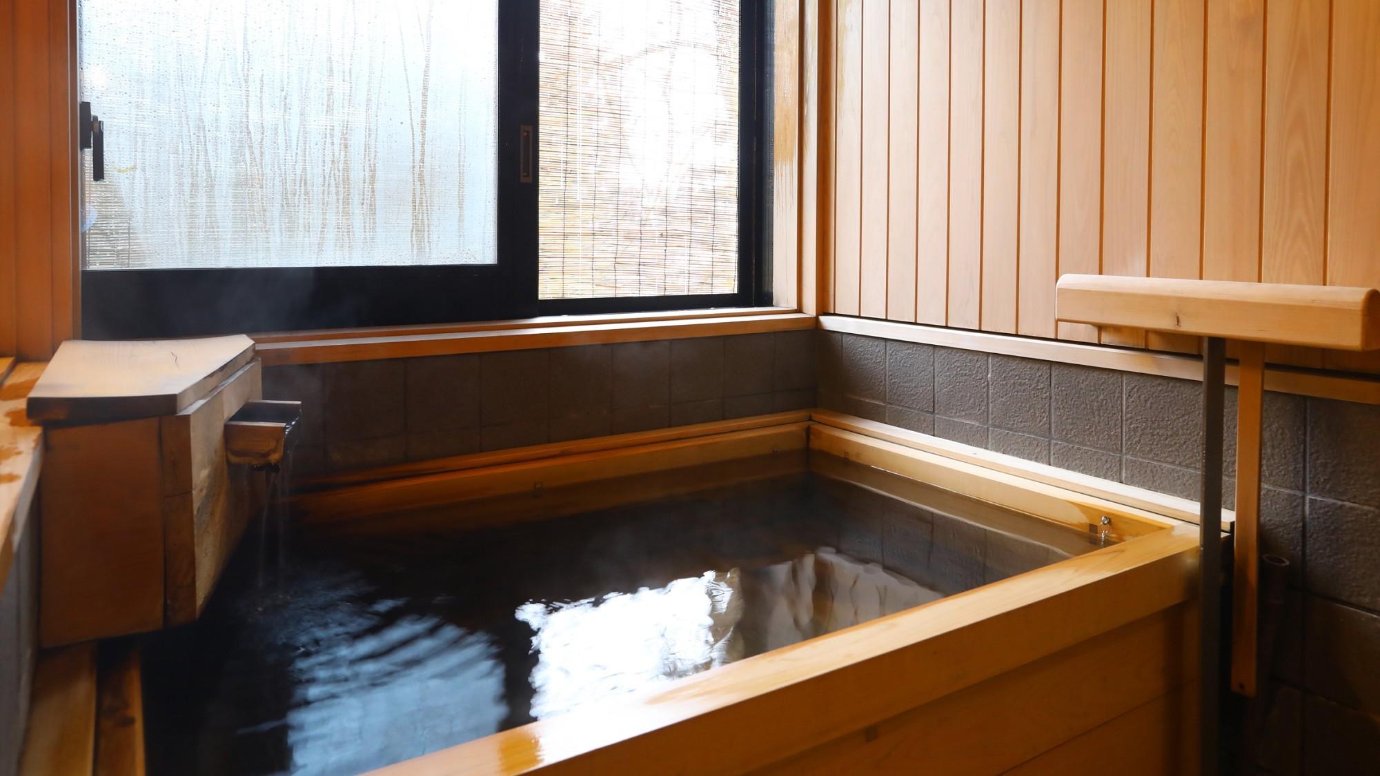 廣業、驥山共通の国産檜半露天風呂。からだの芯から温まります。