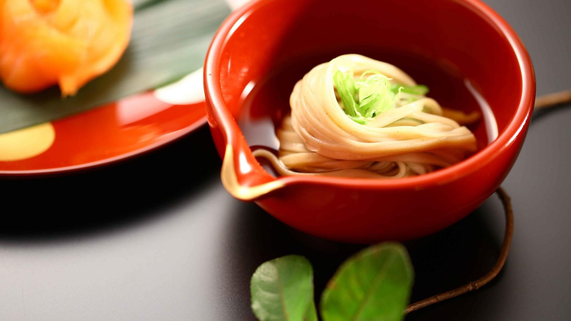 信州の旬の食材を取り入れた創作和食をお楽しみ下さい。