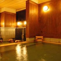 【天星の湯・内湯】源泉は、効能豊かな 60℃以上の弱アルカリ性の塩化物泉