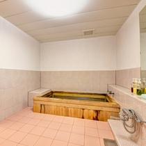 *小浴場/温泉ではございませんが、地下から引く湧水をお風呂のお湯に。軟らかい湯に癒されるひと時を。