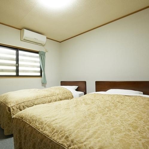 離れ棟割の寝室(シングルとセミダブル)