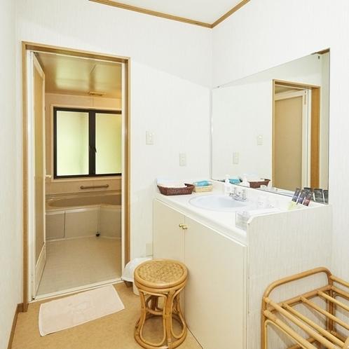 西館和洋室の洗面所