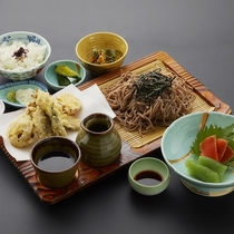 蕎麦定食(日帰り昼食付プランの食事一例)