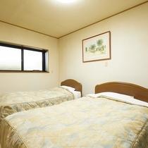 離れ戸建の寝室(シングルとセミダブル)