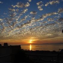 【展望露天風呂】目の前の橘湾の景色は夕日以外も格別です♪