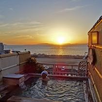 【展望露天風呂】落日(いりひ)の湯でのんびりと・・宿泊者は貸切無料です。