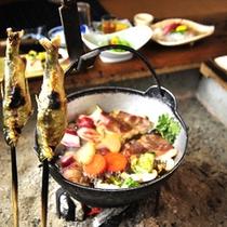 *夕食一例/地元で撮れたあゆや、季節の鍋料理。冬はいのしし鍋もお楽しみ頂けます。