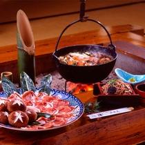 *夕食一例/冬期限定のしし鍋。囲炉裏でのお食事は、昔ながらの風情を存分に楽しめます!