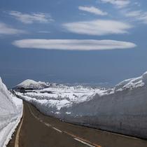 【雪の回廊】雪の壁の中をドライブ♪