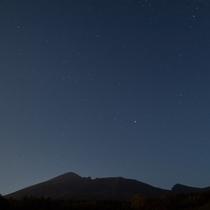 【岩手山と星空】岩手県民の森より撮影。岩手山と南の星空が撮影できます。