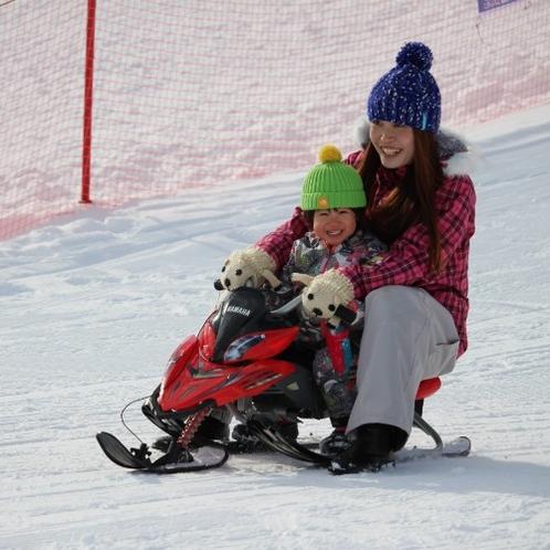 【八幡平ウインターランド】親子で楽しめるスノーレーサー。わたしもウィンタースポーツできちゃった!