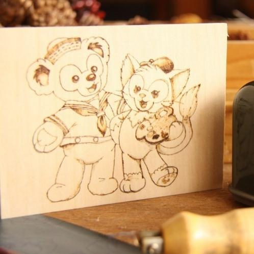 【木工体験】ホテルの隣のフォレストアイでは簡単な木工体験が楽しめます。(ウッドバーニングイメージ)