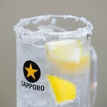 【居酒屋味のれん】オリジナルサワーもありますよ。こちらは野田塩レモンサワー。