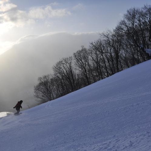 下倉スキー ホテルからお車で5分ぐらいに位置するスキー場で、上級者向けのコースが人気です
