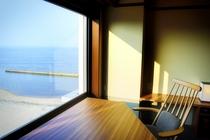 洋室 窓際から望む風景