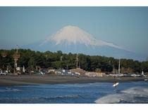 静波海岸から見る富士山