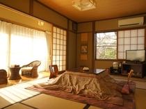 【菊の間】和室7.5畳 冬期はこたつでお出迎えします。