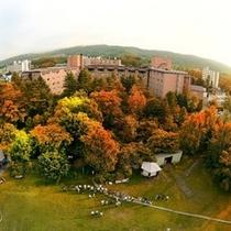 ※<外観>熱気球からの全景 秋のホテル