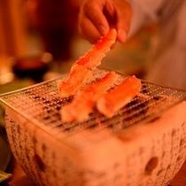 【日本料理「きらく」】七輪で楽しむ焼き蟹