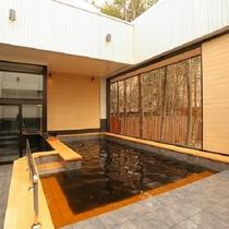 露天風呂 モール温泉を贅沢にかけ流し!