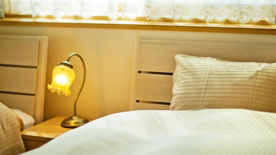 体が沈み込むふかふかベッド。柔らかな朝日を浴びて穏やかな1日のスタートを・・・♪