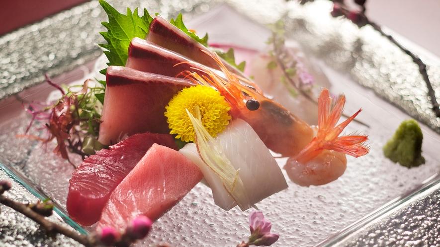 まさに生簀から揚げるように、獲れたばかりの魚介を味わえるのが氷見の贅沢♪