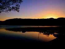 早朝の倶多楽湖