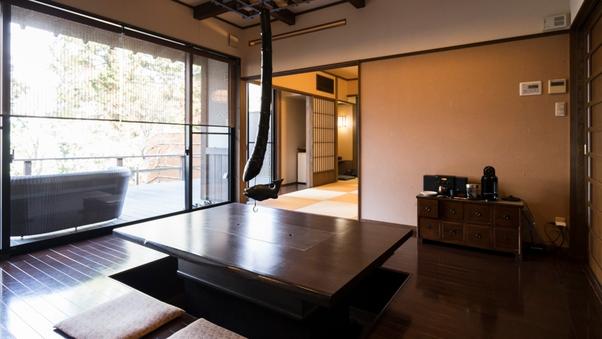 和室10畳+囲炉裏の間+2ベット寝室【喫煙】