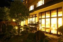 夜のお庭(1)