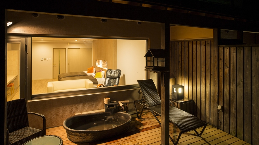 露天風呂付き客室(陶器)