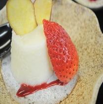 自家製デザート すりりんごのブラマンジェ