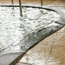 肌あたりのやわらかい源泉掛け流しの湯を、心ゆくまでご堪能下さい。