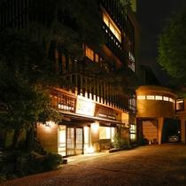 湯河原の地でも高級リゾートとして名を馳せる、奥湯河原の入り口に位置します。