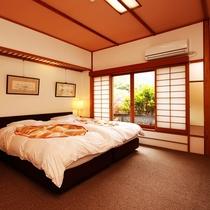 次の間とメインのお部屋の他にベッドルームがあり、和室ながらツインのベッドでお休みいただけます。