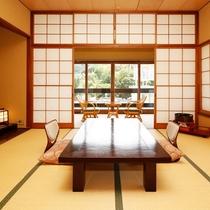 広縁付和室8畳・古代檜内風呂付きの客室。明るく清潔感のある客室が、快適な滞在をお約束いたします。