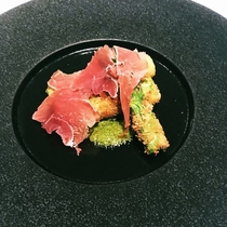 【前菜皿】グリーンアスパラのフライ 生ハム サルサヴェルデ添え