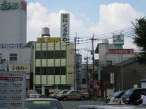 JR二日市駅より約100m!駅のタクシー乗り場付近から見えてます。