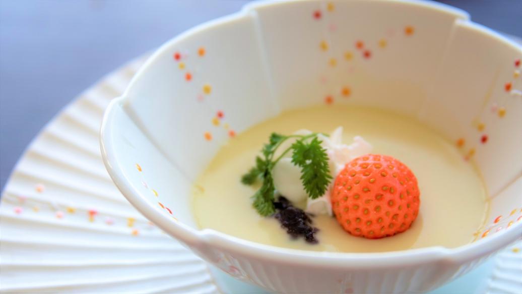 春料理:【水菓子】ピスタチオプリン 桃燻