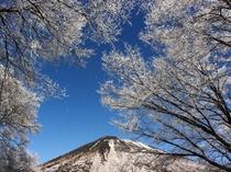 中禅寺湖と男体山樹氷 (冬)
