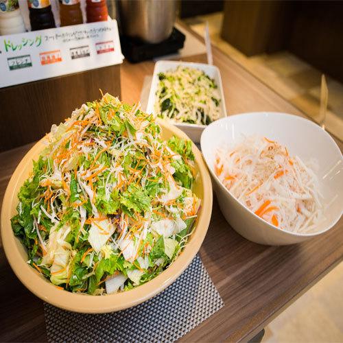 朝食【サラダ】健康な土から生まれたオーガニック野菜はビタミンCやミネラルがたっぷり