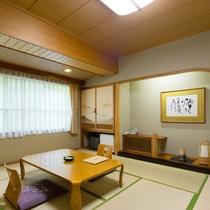 【和室】純和風造りの和室。お布団でお休みになりたい方におすすめのお部屋です。