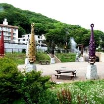 【泉源公園】約3時間ごとに音を立てて勢いよく噴き出す間欠泉は壮観。大自然を間近に感じられます。