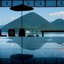 ◇開放的なロビーからは洞爺湖に浮かぶ中島、そして晴れた日には羊蹄山もご覧いただけます