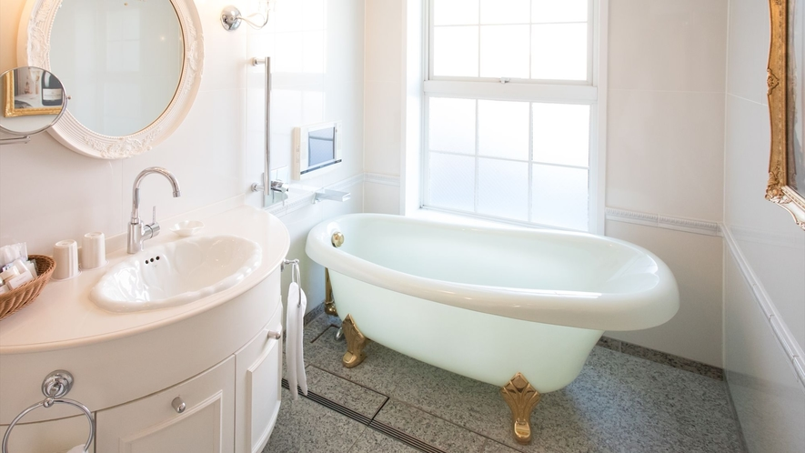 <プレジデンシャルツイン浴室>ネコ脚のバスタブが人気♪