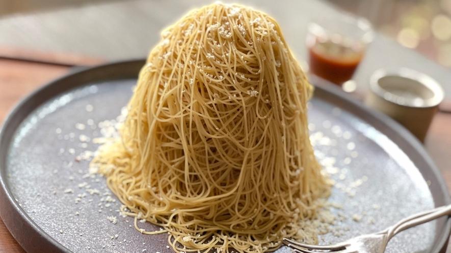 """【カフェ】和栗!絹糸のようなクリームを纏った""""搾りたてモンブランセット"""""""